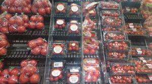 パックで販売されるトマトの画像